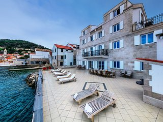 Seafront Apartment for rent Vis