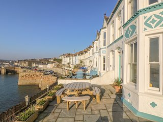 THE HAVEN, harbourside home in Porthleven, seaward facing terrace, shops