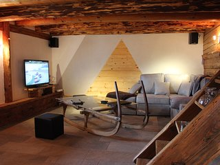Gite le1785  4* . Vieux chalet rénové avec sauna . Pour 11 personnes