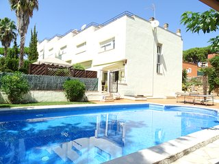 Nice terraced house in Platja d'Aro with shared pool, WIFI and garage