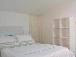 Standard single room T-W