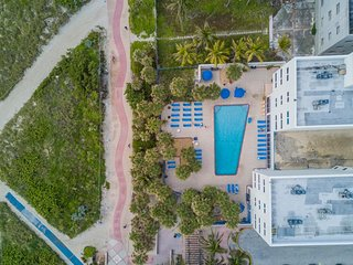 BEACHFRONT BLDG, FANTASTIC 1BR KING SUITE, POOL