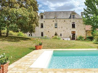 Nice home in Les Verchers sur Layon w/ WiFi and 7 Bedrooms