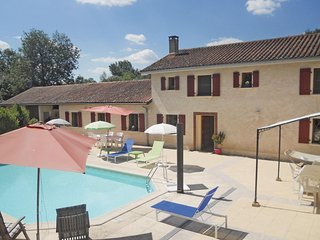 Beautiful home in Verteillac w/ WiFi, Outdoor swimming pool and 4 Bedrooms