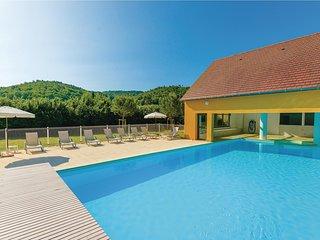 Nice home in Montignac w/ 1 Bedrooms