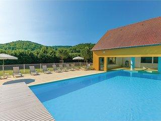 Amazing home in Montignac w/ 3 Bedrooms