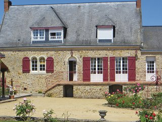 Awesome home in Juigne Sur Sarthe w/ WiFi and 4 Bedrooms