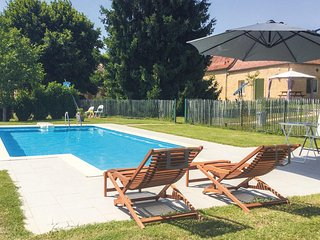 Nice home in Lalinde w/ WiFi, Outdoor swimming pool and 2 Bedrooms