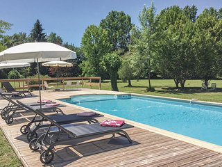 Amazing home in Serres et Mantguyard w/ WiFi and 6 Bedrooms