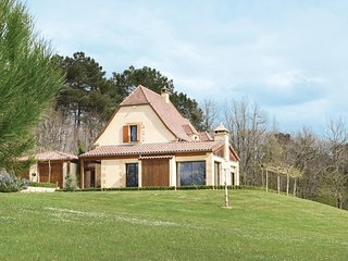 Stunning home in Les Eyzies Sireuil w/ 3 Bedrooms