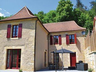 Stunning home in Les Eyzies w/ WiFi and 3 Bedrooms