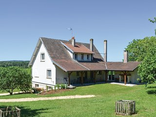 Amazing home in Eyliac w/ WiFi and 5 Bedrooms