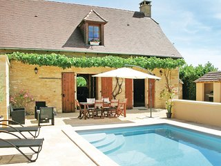 Nice home in St Amand de Coly w/ WiFi, Outdoor swimming pool and 2 Bedrooms