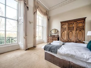 Luxury Georgian Apartment City Centre, sleeps 6