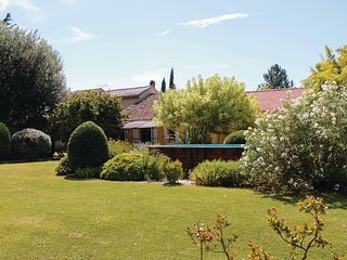 Nice home in Pernes les Fontaines w/ WiFi and 3 Bedrooms