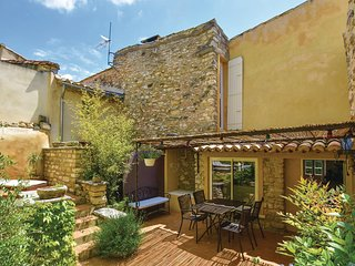 Amazing home in Le Barroux w/ WiFi, 2 Bedrooms and Jacuzzi