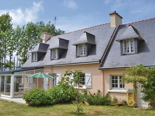 Beautiful home in La Foret Fouesnant w/ WiFi and 5 Bedrooms