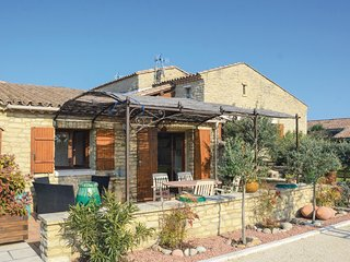 Nice home in Gordes w/ Jacuzzi and 2 Bedrooms