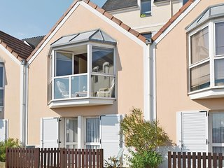 Beautiful home in Douarnenez w/ 2 Bedrooms