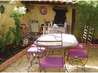 Beautiful home in Pignan w/ WiFi and 2 Bedrooms