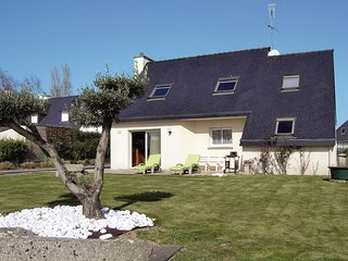 Beautiful home in Tregunc w/ WiFi and 4 Bedrooms