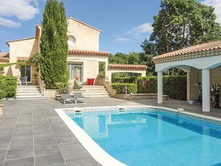 Beautiful home in Thezan les Beziers w/ WiFi and 5 Bedrooms