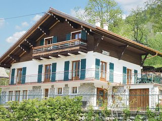 Beautiful home in Morzine w/ WiFi and 5 Bedrooms