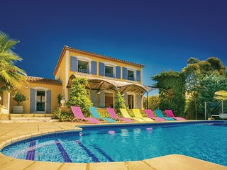 Amazing home in Thezan Les Beziers w/ Outdoor swimming pool, WiFi and 5 Bedrooms