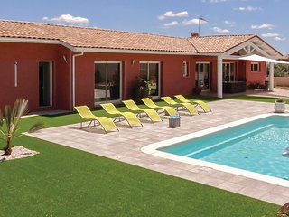 Awesome home in Creissan w/ WiFi, Outdoor swimming pool and Heated swimming pool