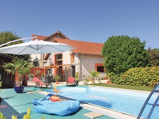 Awesome home in Saint Jean de Moirans w/ 4 Bedrooms
