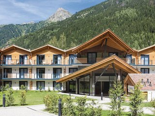 Amazing home in Chamonix w/ WiFi, Outdoor swimming pool and 2 Bedrooms