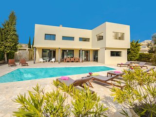 4 bedroom Villa with Pool, Air Con and WiFi - 5772844