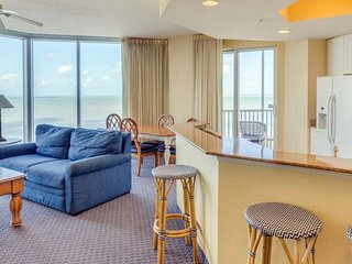 BEACH VACATION! INCREDIBLE 2BR APARTMENT, POOL