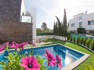 Villa Alcudia Sun, private pool next to the beach