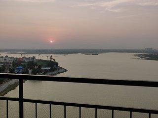 Amazing Lake View Sky Condominium   Spacious 3 bedroom Paush Apartment
