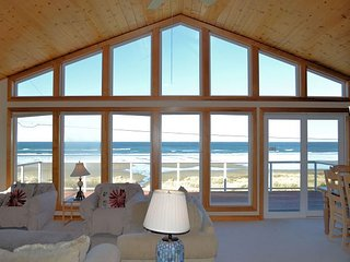 OCEAN SIX~Glorious and sparkling ocean front view with large picture windows!