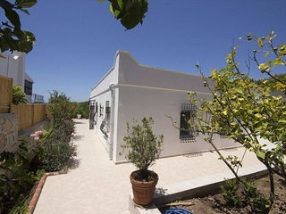 Guvercinlik Villa Sleeps 6 with Air Con and WiFi - 5773966