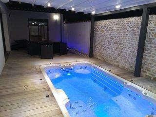 Location de charme avec spa de nage et sauna privatif