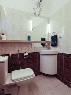 1st Floor Bedroom's ensuite bathroom