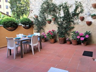 San Lorenzo District Apartment Sleeps 5 with Air Con and WiFi - 5775165