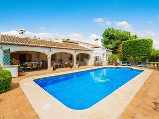 3 bedroom Villa with Pool, Air Con, WiFi and Walk to Shops - 5584338