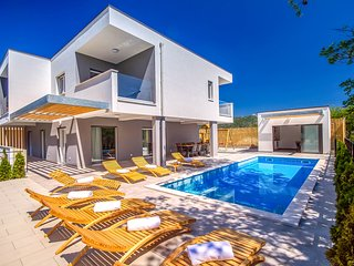 4 bedroom Villa with Pool, Air Con and WiFi - 5772806