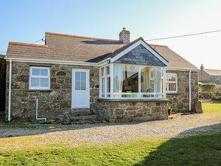 WELLFIELD COTTAGE granite bungalow, seaview, large garden in Sennen Ref xxxx