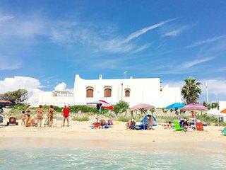Villa Layla | sulla sabbia, vista mare, wifi, a/c