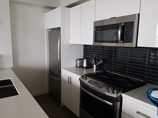2 Bed 2 Bath Sub Penthouse close to everything