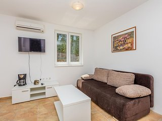 Soline Apartment Sleeps 4 with Air Con and WiFi - 5823014