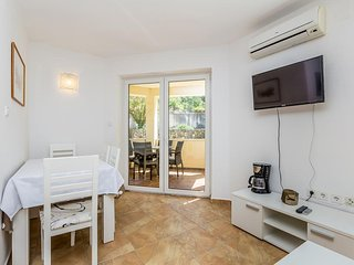 New modern apartment - private balcony. parking, separated terrace, grill