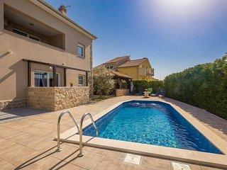 Schone Ferienwohnung mit Pool
