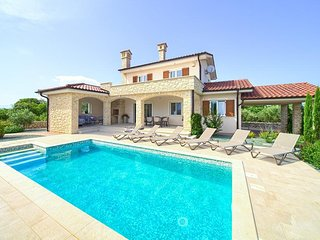 Glamorous Holiday house - sea view, private pool, leisure room, garden area