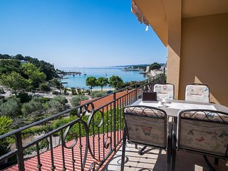 Attractive modern apartment - private balcony, private parking, sea view, barbec